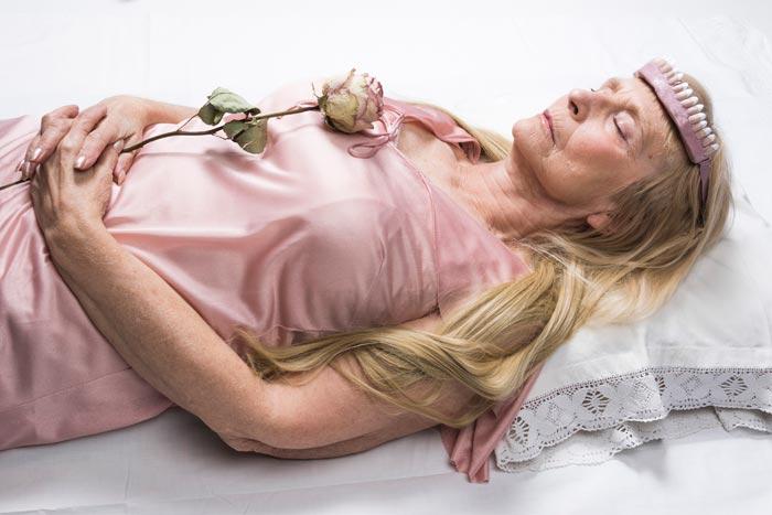 Maria Nuutinen: 13. Ruusun uni II, pigmenttivedos alumiinikomposiittilevyllä, 50 x 75 cm, 2019