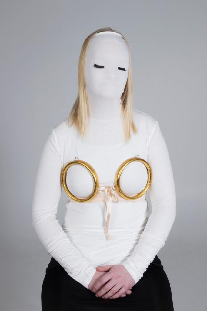 Maria Nuutinen: 2. Push up, pigmenttivedos alumiinikomposiittilevyllä, 100 x 65 cm, 2019