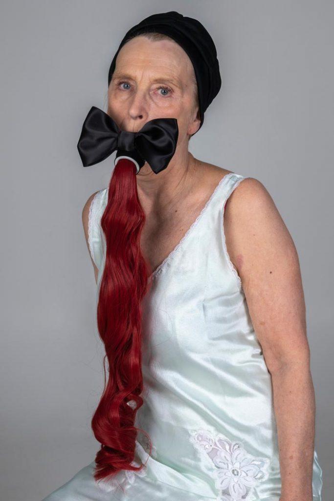 Maria Nuutinen: 5. Ariel, pigmenttivedos alumiinikomposiittilevyllä, 75 x 50 cm, 2019