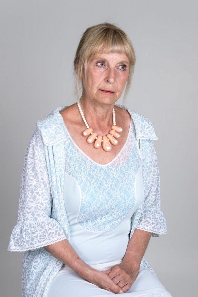 Maria Nuutinen: 6. Cinderella, pigmenttivedos alumiinikomposiittilevyllä, 75 x 50 cm, 2018