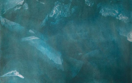 Anna Niskanen: Underwater cave, 2019. Bikromaattivedos paperille, 58x75cm.