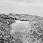 Pauliina Heinänen: Outlining an Islet, 2019, Kaiverrus pigmenttiprintille, 30x38cm