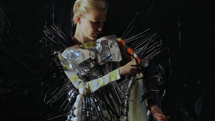 Leena Kangaskoski: Yksikkö