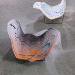 Man Yau: Sea (kuuden veistoksen installaatio) - Paperisavi, lasitus, teräs, paracord - 340 cm x 270 cm x 85 cm - 2017 (Kuva: Emma Sarpaniemi)