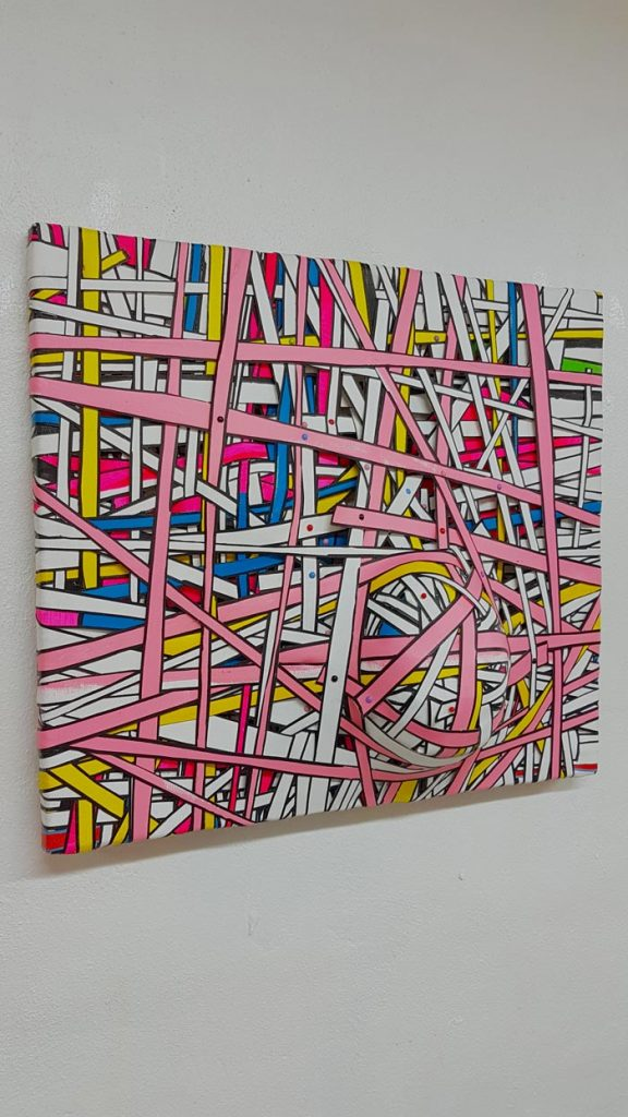 Tuija Markonsalo: Palsamoitu 1 / Embalmed 1, 2019, 44 x 50 x 20 cm, akryylimaali kankaalle, vanu, niitit