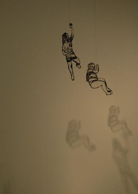 Elina Katara: Rakkaustarina, 2008, 30 kpl paperinukkemuotokuvia vihkipareista, sekatekniikka
