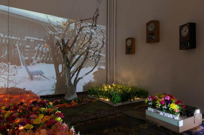 Heidi Elisabeth Hänninen, Puu, videoveistos installaatiossa, kuva Satu Palander